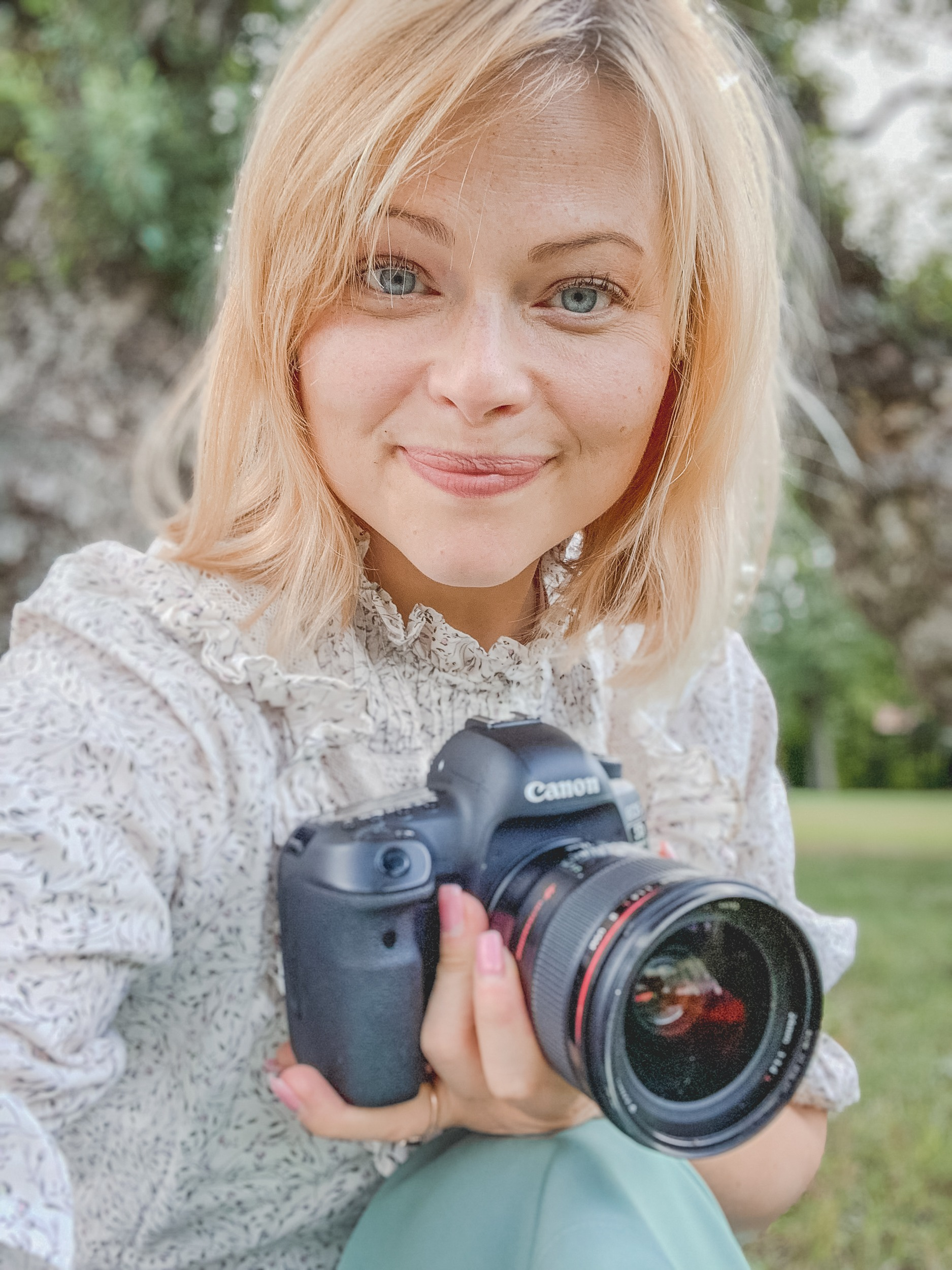 Elopement photographer and expert portrait of Evelyn Wallin