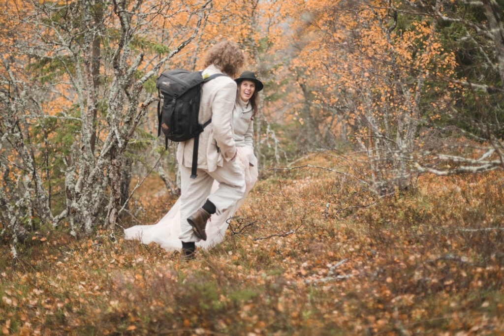a hiking couple on their way to the waterfall Njupeskär