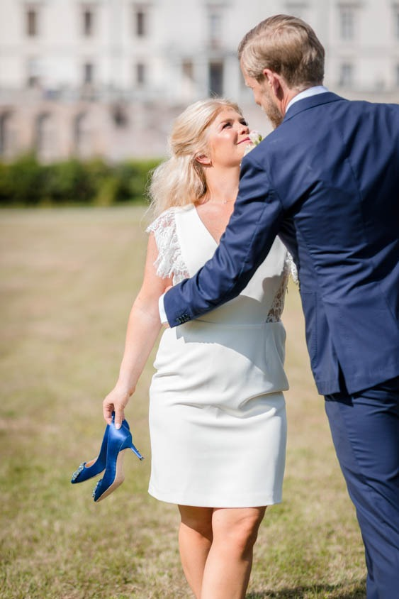 Bridal session by Rosersdals castle elopement in Stockholm