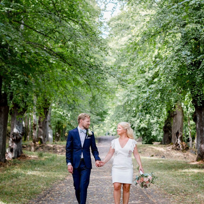 elopement in Stockholm by the sure out in nature