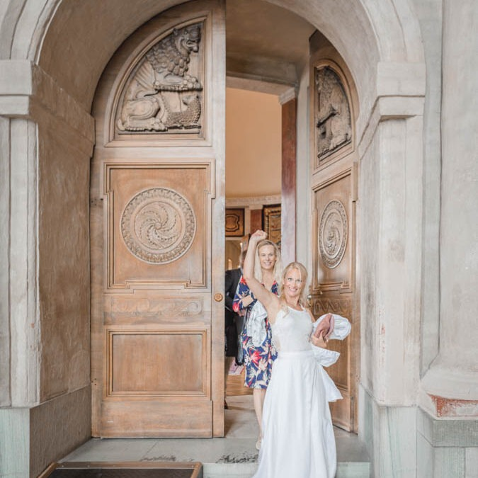 Cityhall elopement in Stockholm, This is one great way to do it!