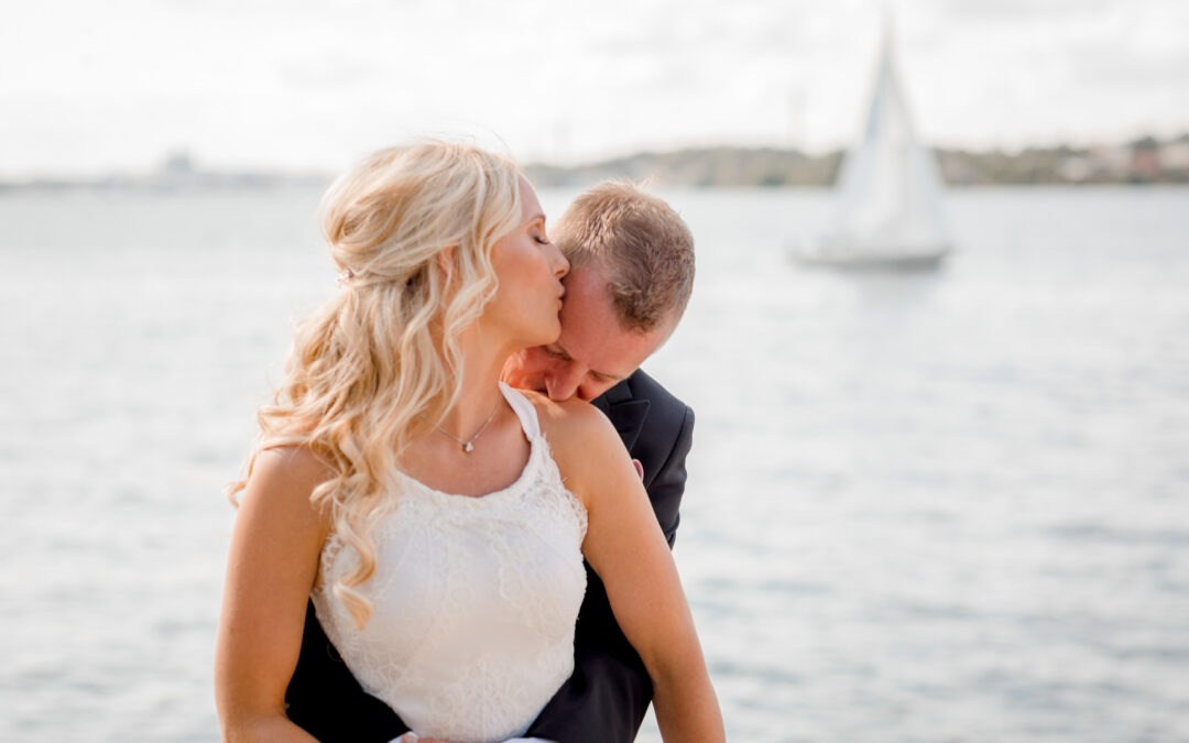 How to tell your family and friends that you  are eloping?