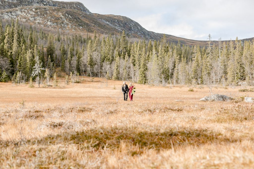 Adventure elopement walking up to the ceremony