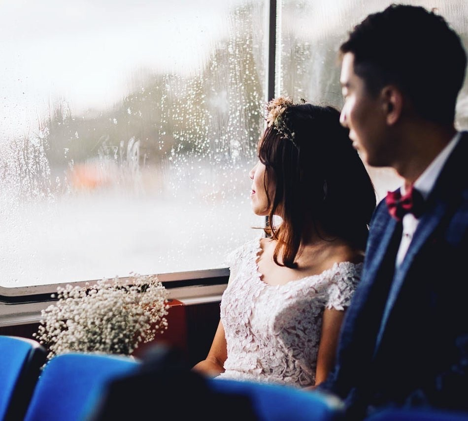 wedding couple looking out the window on a boat to Fjäderholmarna