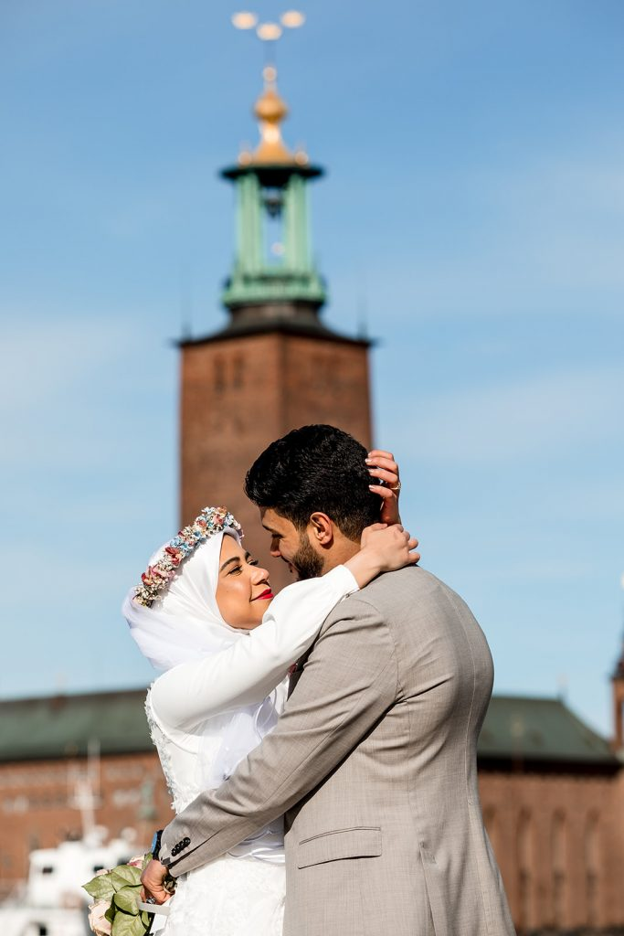 Holding each other and the cithall tower behind them