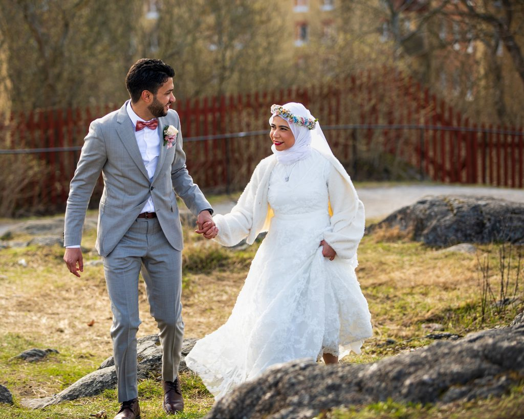 A urban elopement involves Walking up to Skinnarviksberget in Stockholm hand in hand