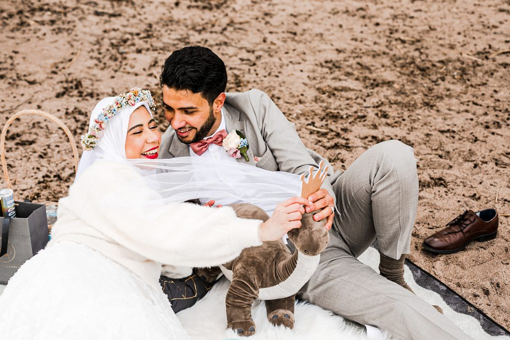 urban elopement on the beach of Ulriksdal castle