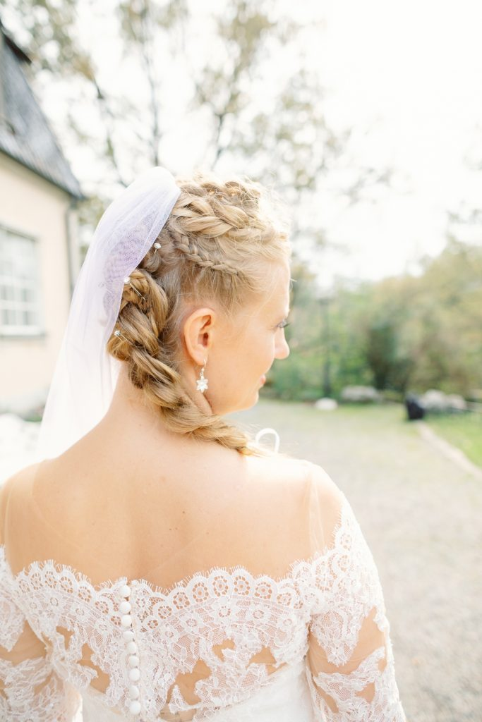 bridal hairdo's during the portrait session