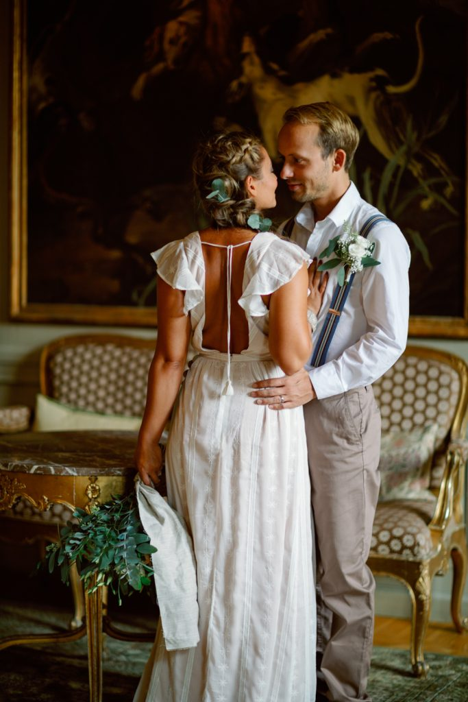 bridal hairdo's and a loving moment in a castle
