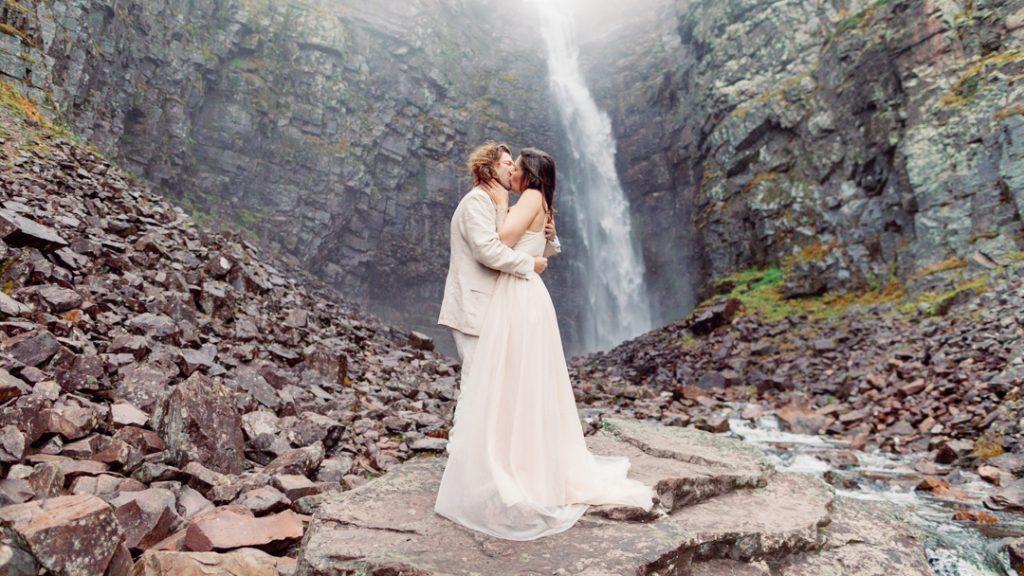 Evelyn Wallin Elopement Photographer and Expert Scottland mountain elopement and fog