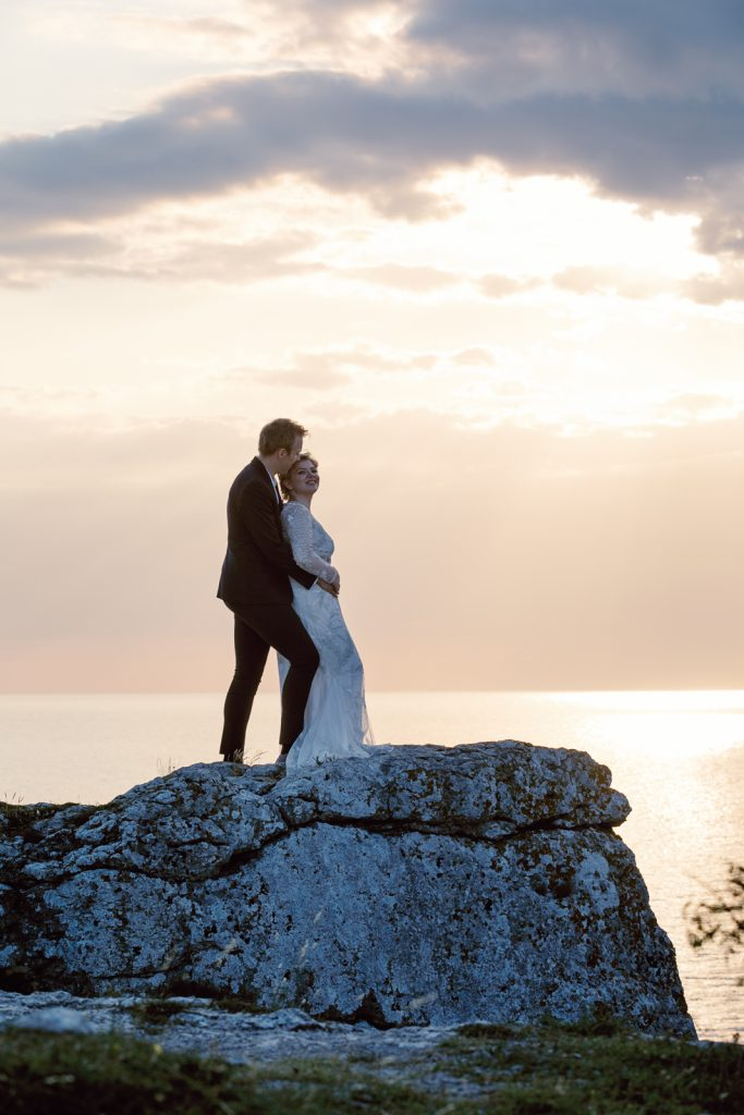 inspirational editorial Gotland visby Högklint couple coming off a cliff in sunset