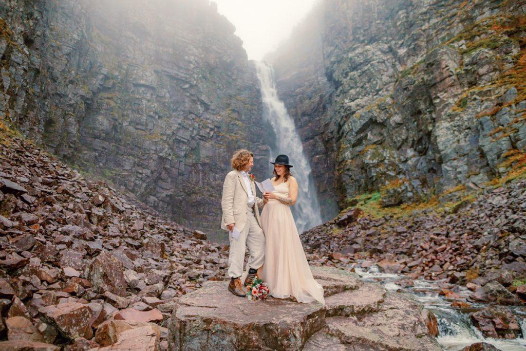 beautiful and unforgettable elopement wedding in Njupeskär elopement bröllop i Särna, Dalarna