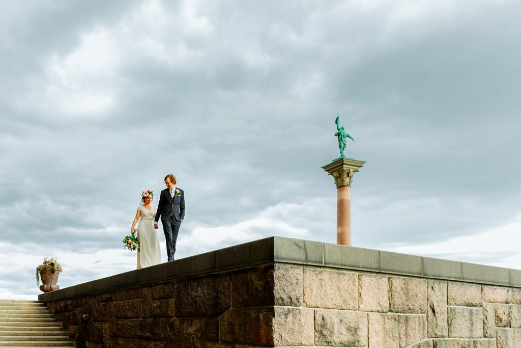 elopement wedding, wedding couple walking on a stone edge holding hands